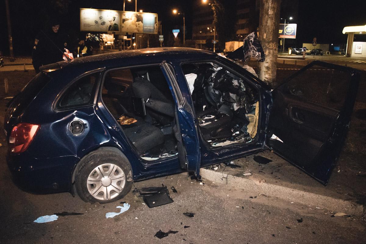 Скорее всего, пассажир не был пристегнут, так как у него не сработала подушка безопасности