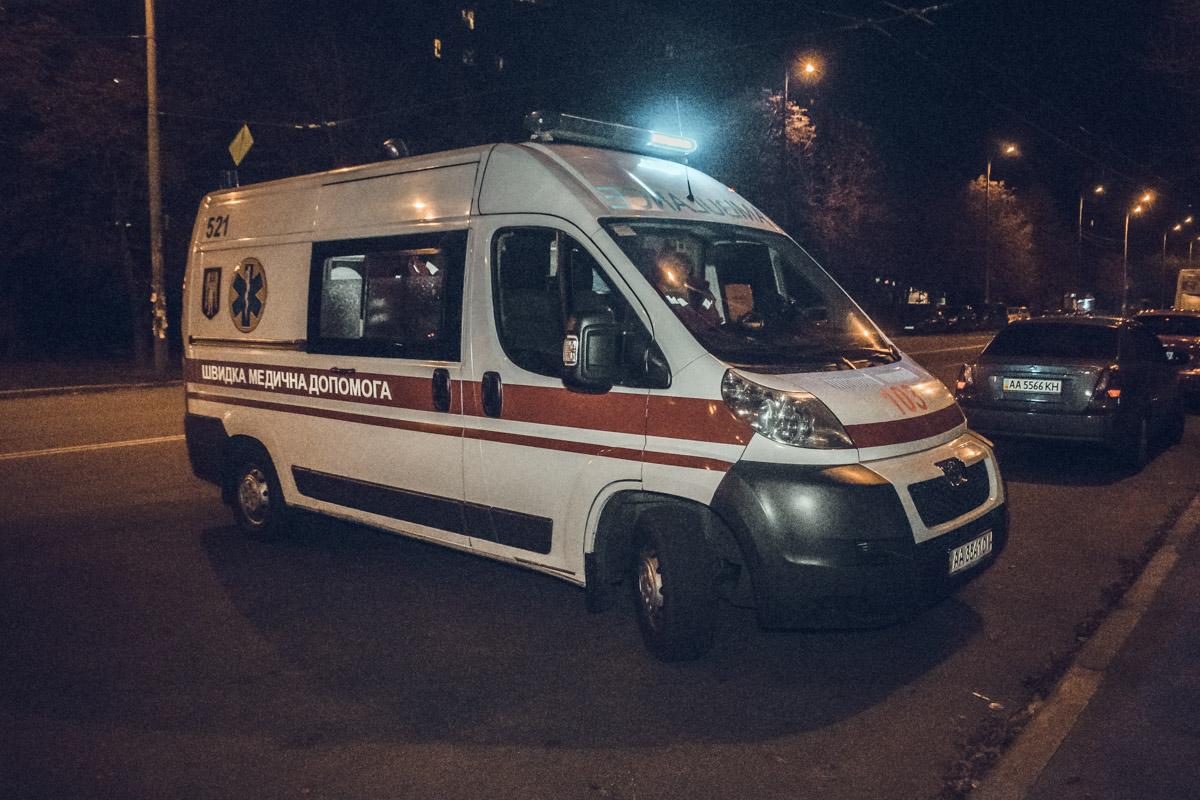 На месте происшествия работали медики