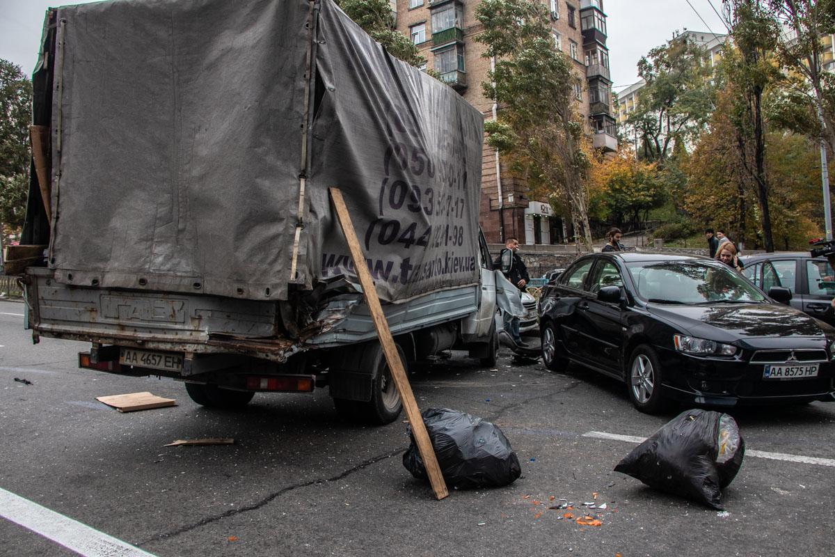 Очевидцы говорят, что Газель смягчила удар для других автомобилей