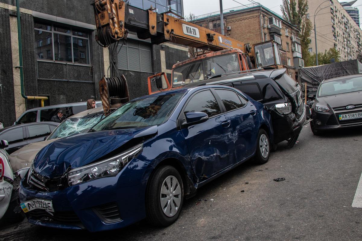 Водитель внедорожника Toyota травмировал ногу