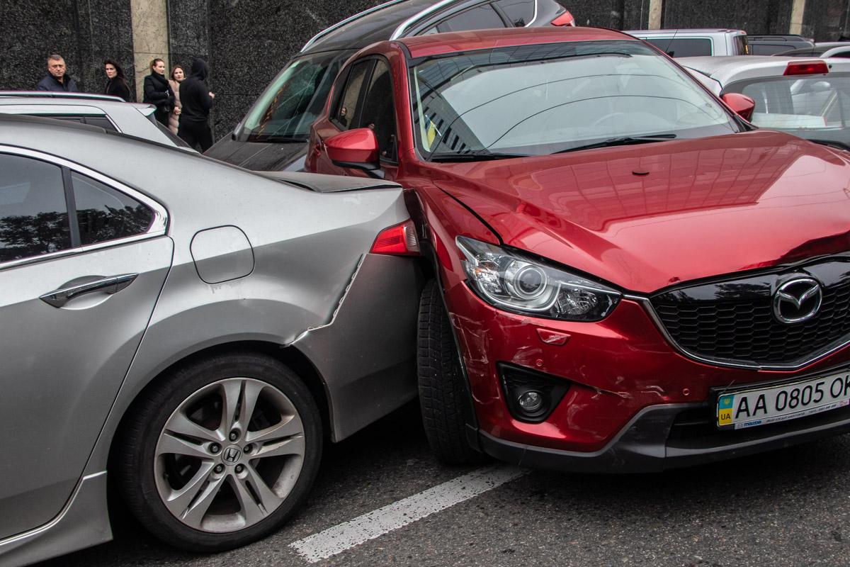 Девушку-водителя Mazda госпитализировали