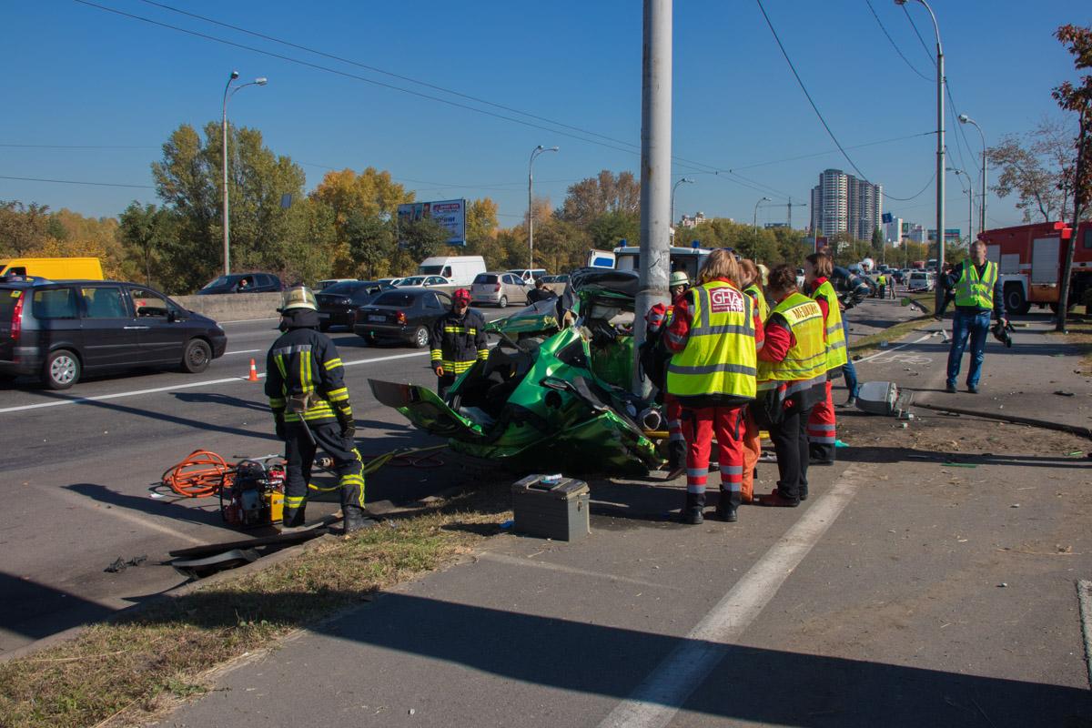В Киеве по адресу проспект Ватутина, 5а недалеко от ТРЦSkyMall произошло смертельное ДТП