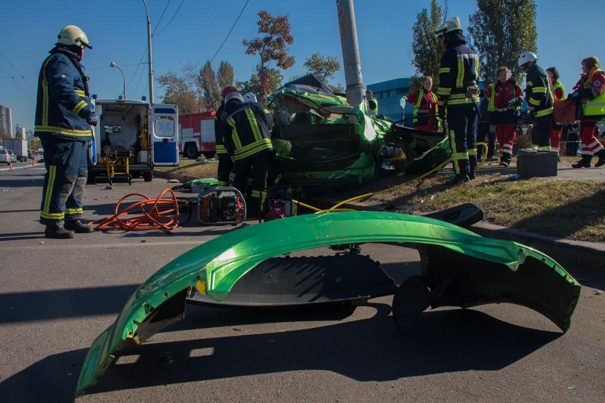 От удара автомобили раскидало на 150 метров друг от друга