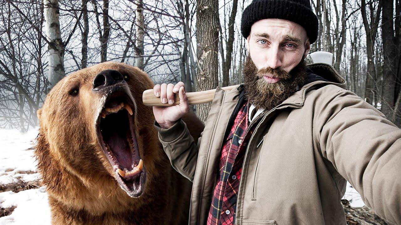 Любители эффектных селфи готовы на все, даже заглянуть в пасть медведю