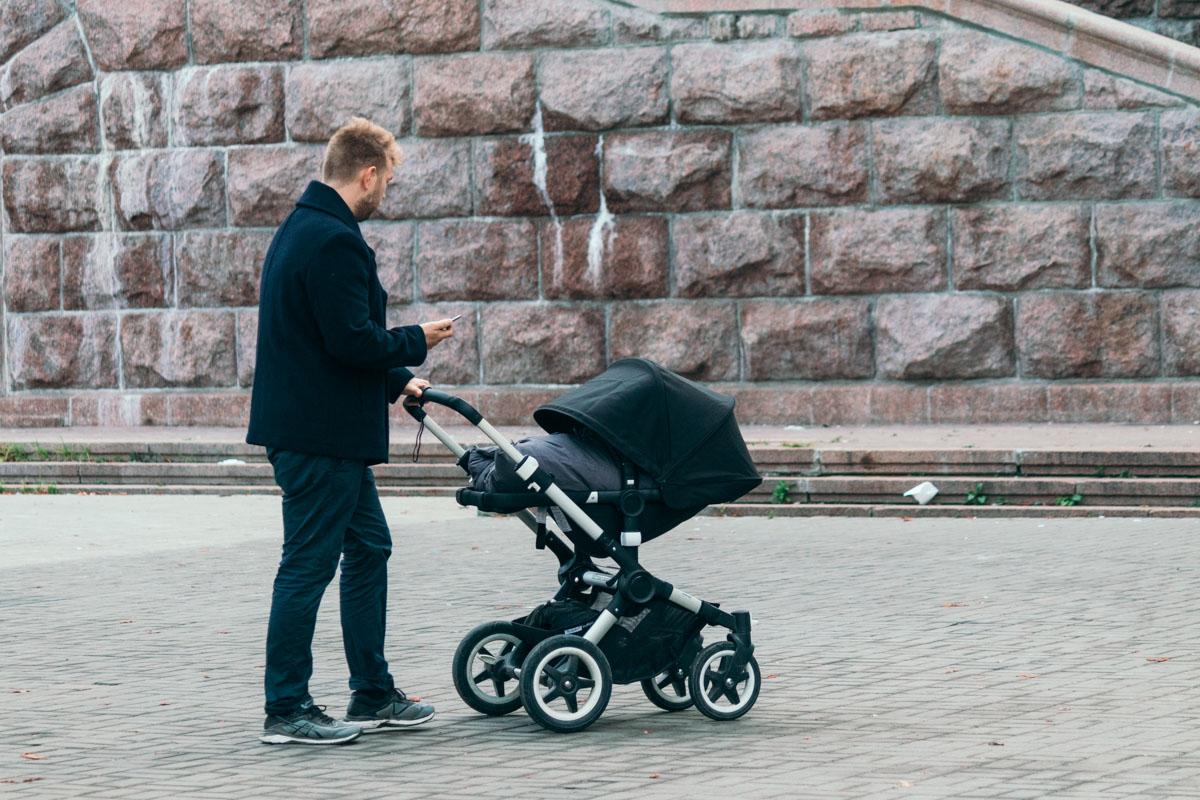 Гулять нужно не только в шумных компаниях, а и проводить время с семьей