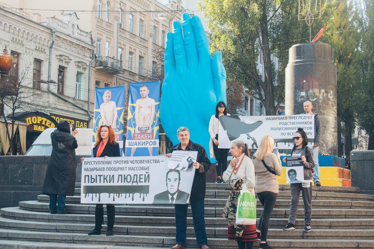В центре Киева прошла акция беженцев из Казахстана