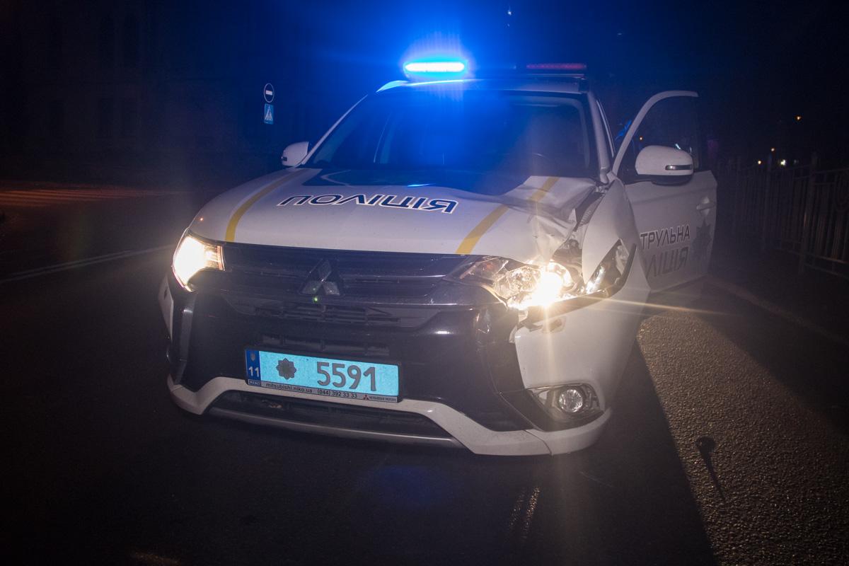В ночь на 31 октября на бульваре Тараса Шевченко полицейский Mitsubishi сбил пешехода