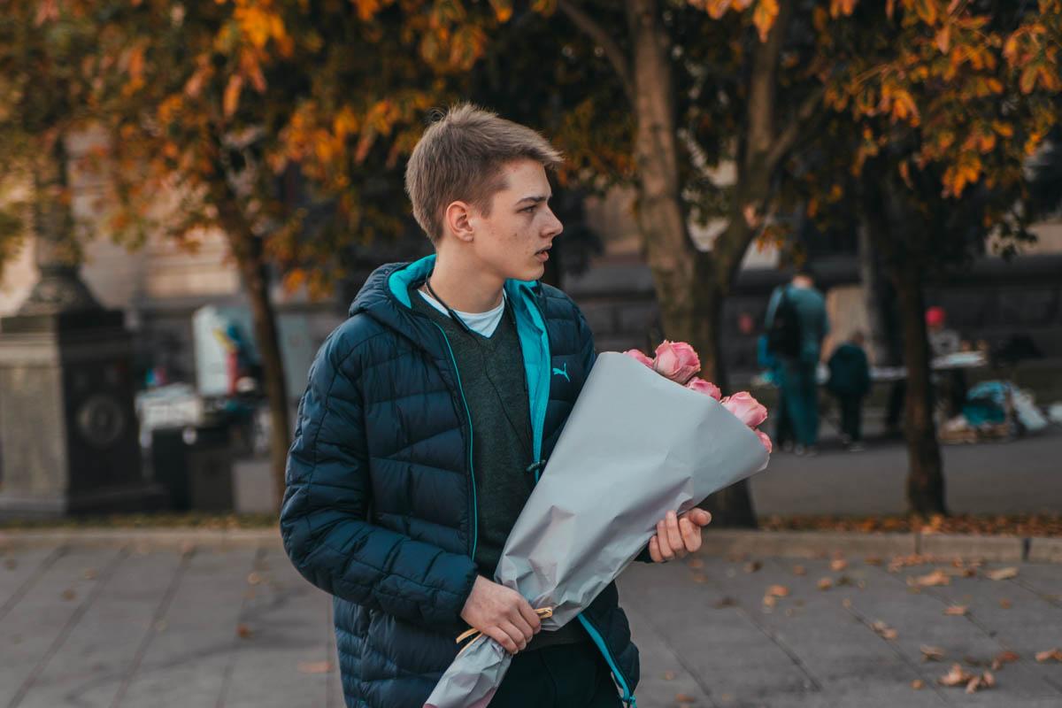 Юный принц ожидает свою принцессу