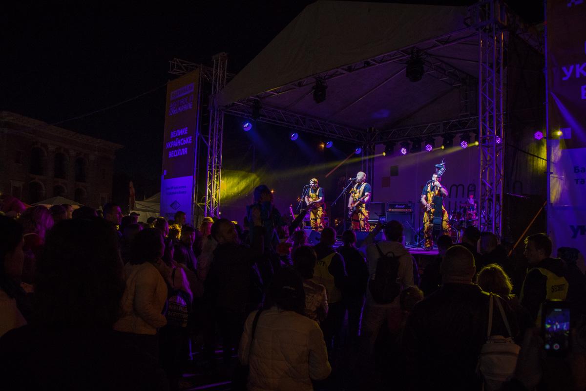 Вечером гостей ожидал концерт от украинских исполнителей