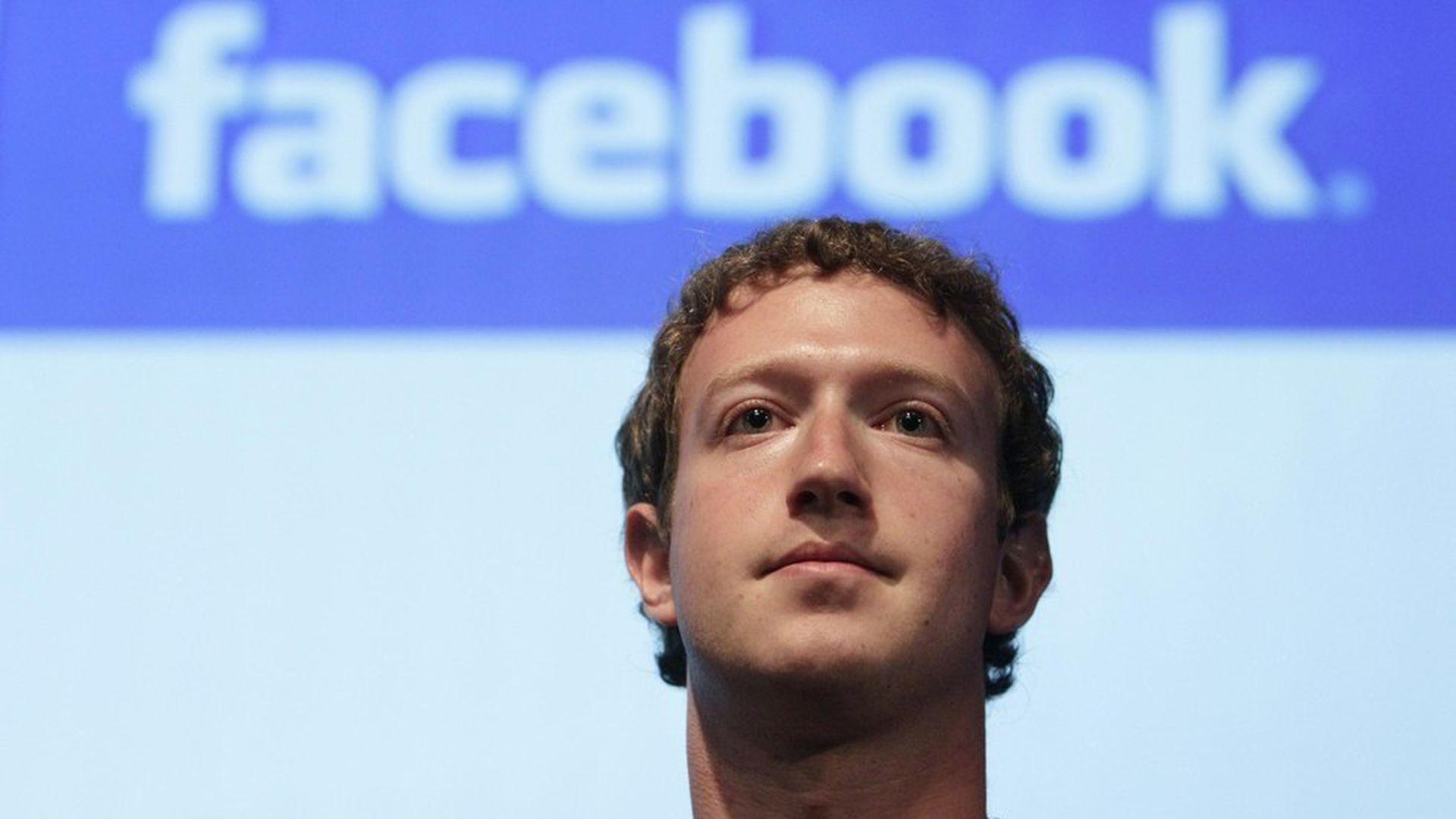 Из-за взломов социальной сети Facebook Марка Цукерберга хотят лишить поста главы