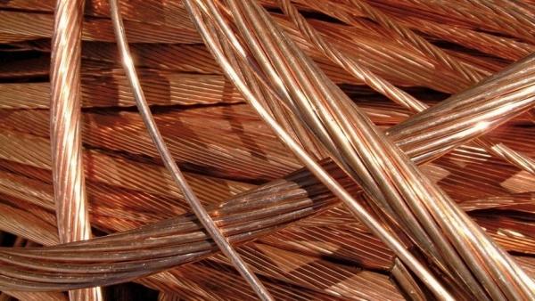 Медный кабель стоит от 100 до 150 гривен