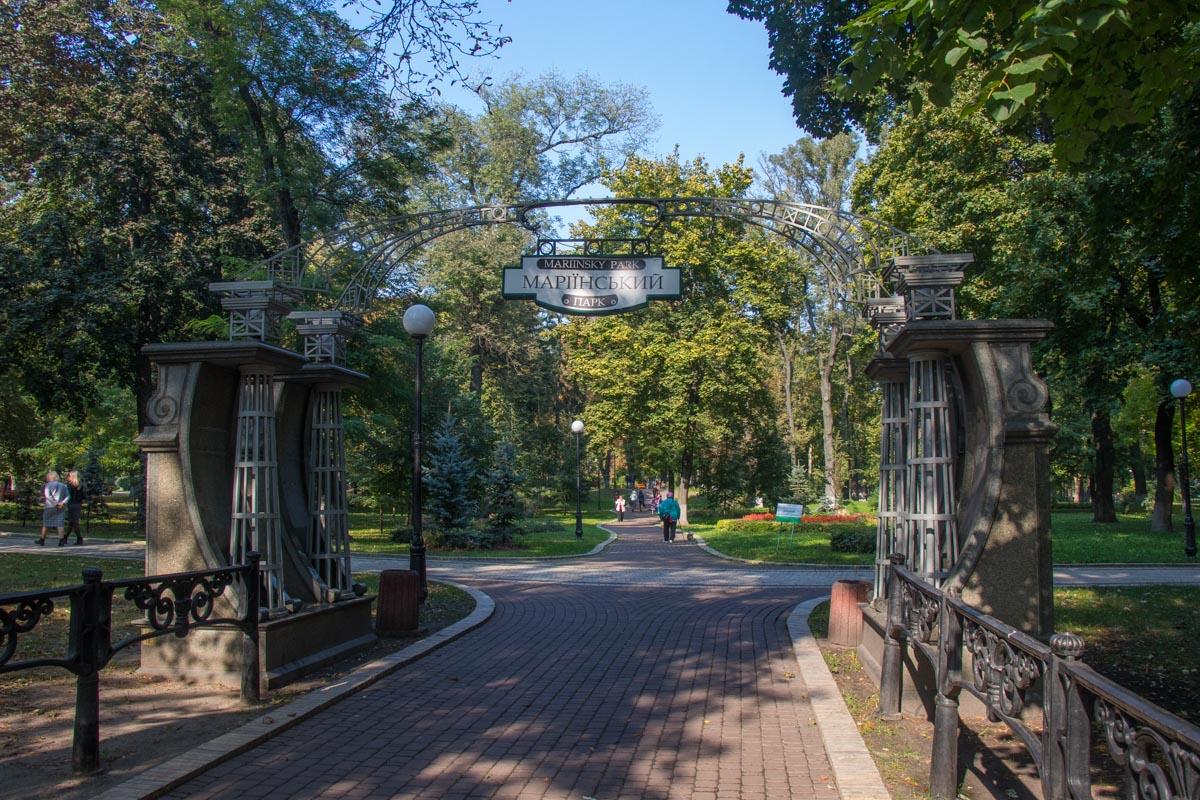 Совершив преступление, злоумышленники скрылись в Мариинском парке