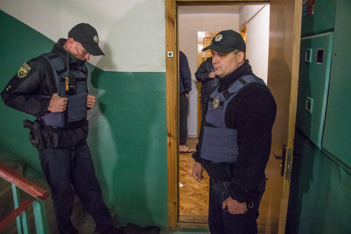 В квартире работали взрывотехники и следственно-оперативная группа