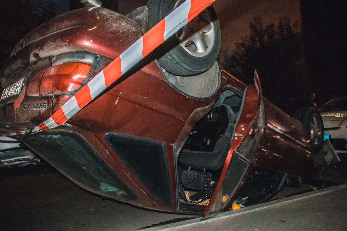 Водитель Ford, во время оформления аварии, вел себя агрессивно, бросался на полицейских и устроил конфликт с владельцем Lexus.