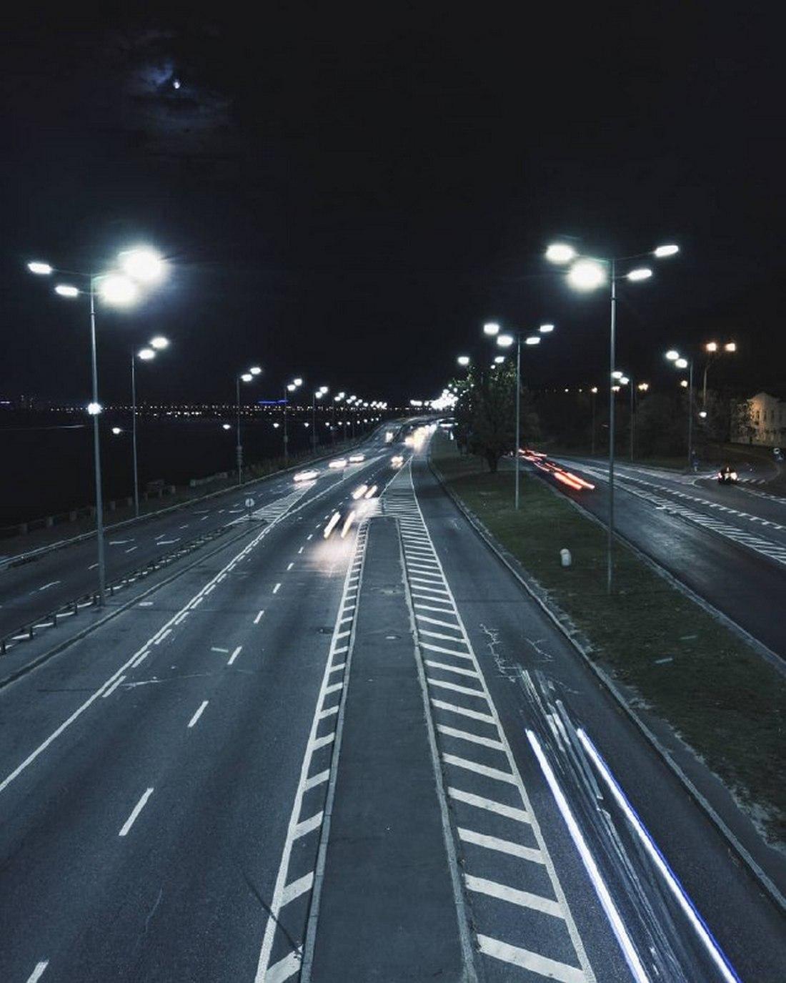 Вид ночных магистралей со станции метро. Фото: @a_kalnauzov