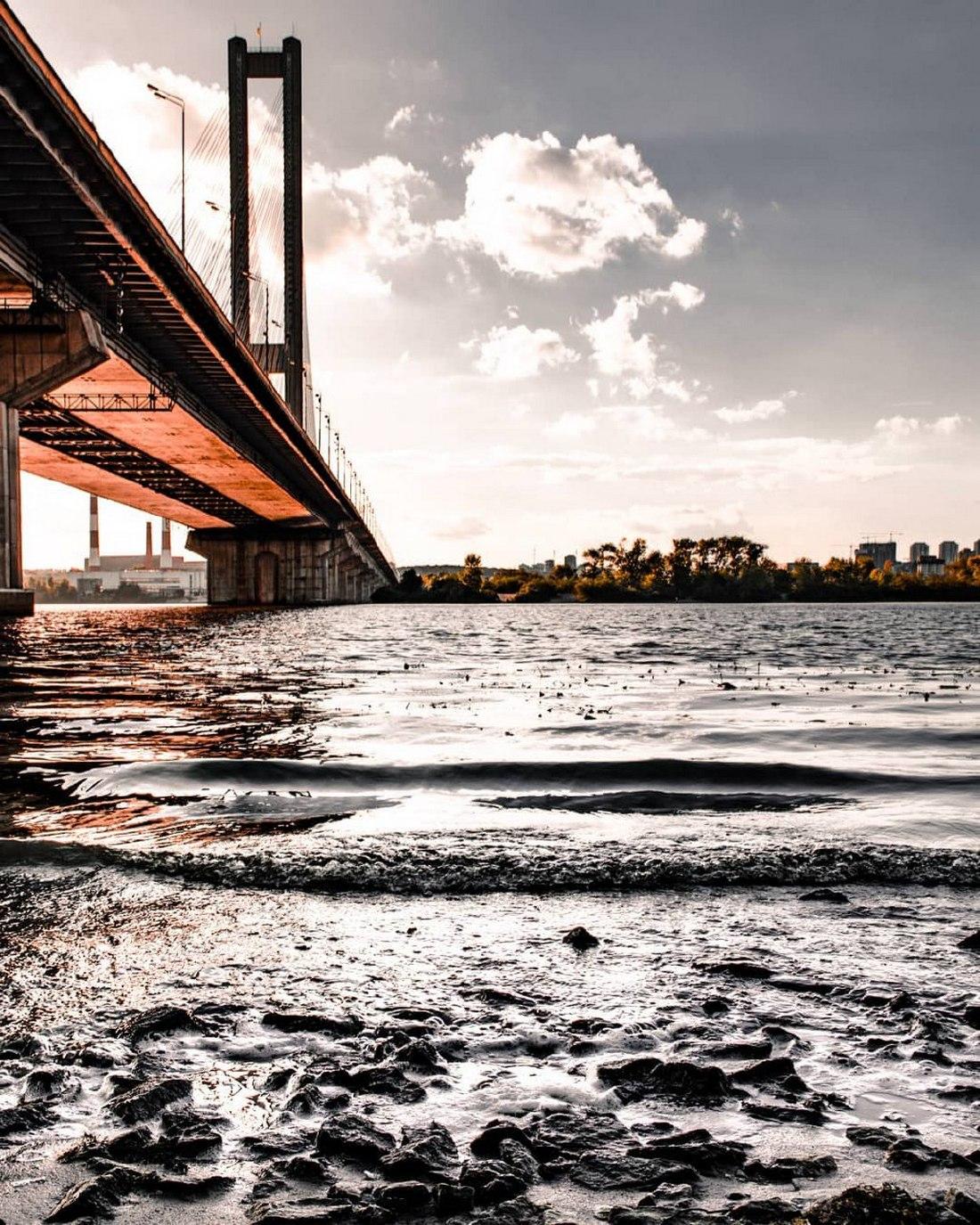 Днепровские воды в осеннюю пору. Фото:@p_belskyi