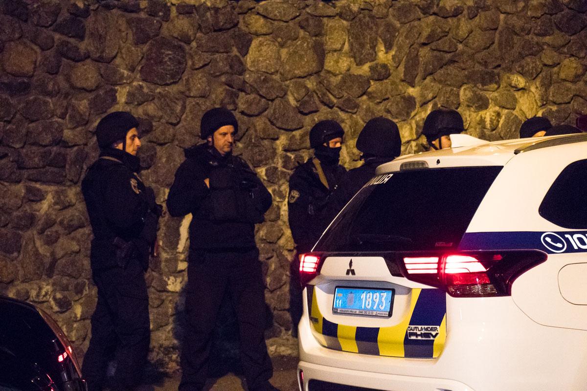 На данный момент усилия правоохранителей направлены на поимку злоумышленника