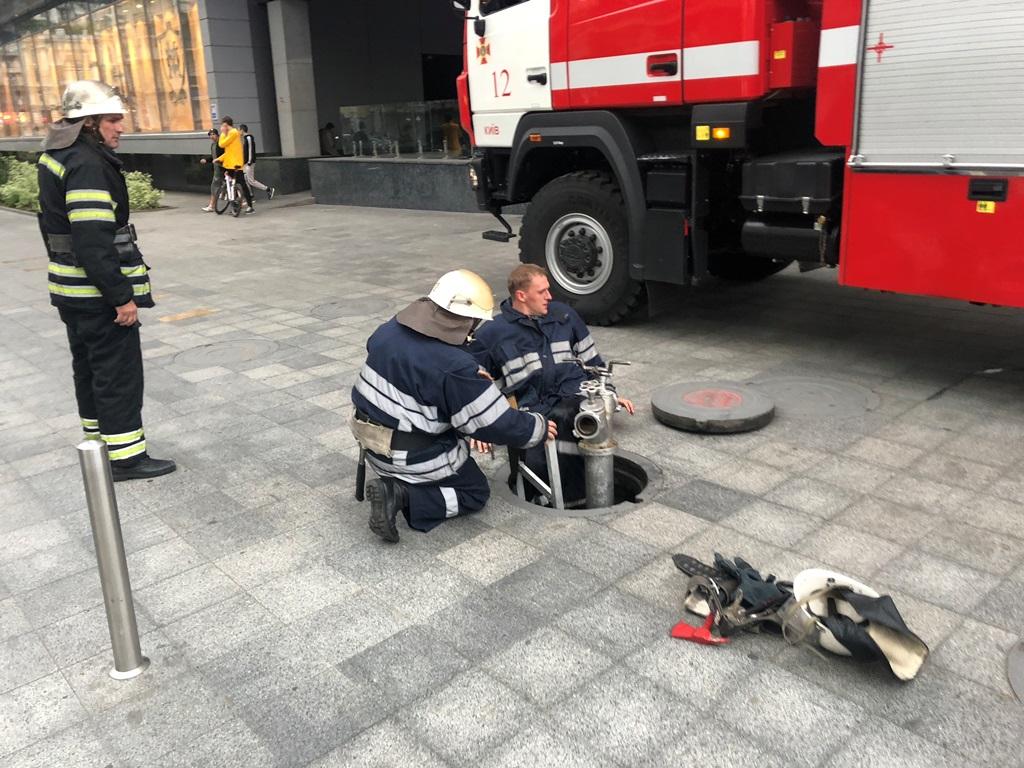 На месте работали медики, четыре единицы пожарной техники и три патрульных наряда полиции