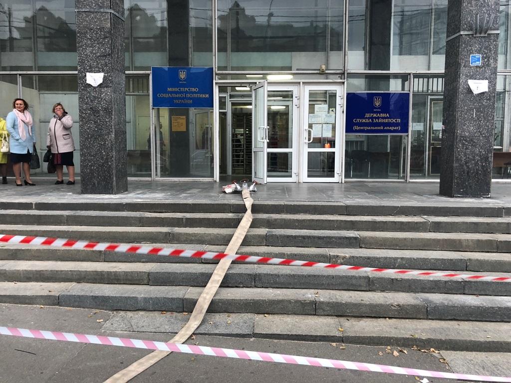 По данному адресу действует Министерство социальной политики Украины