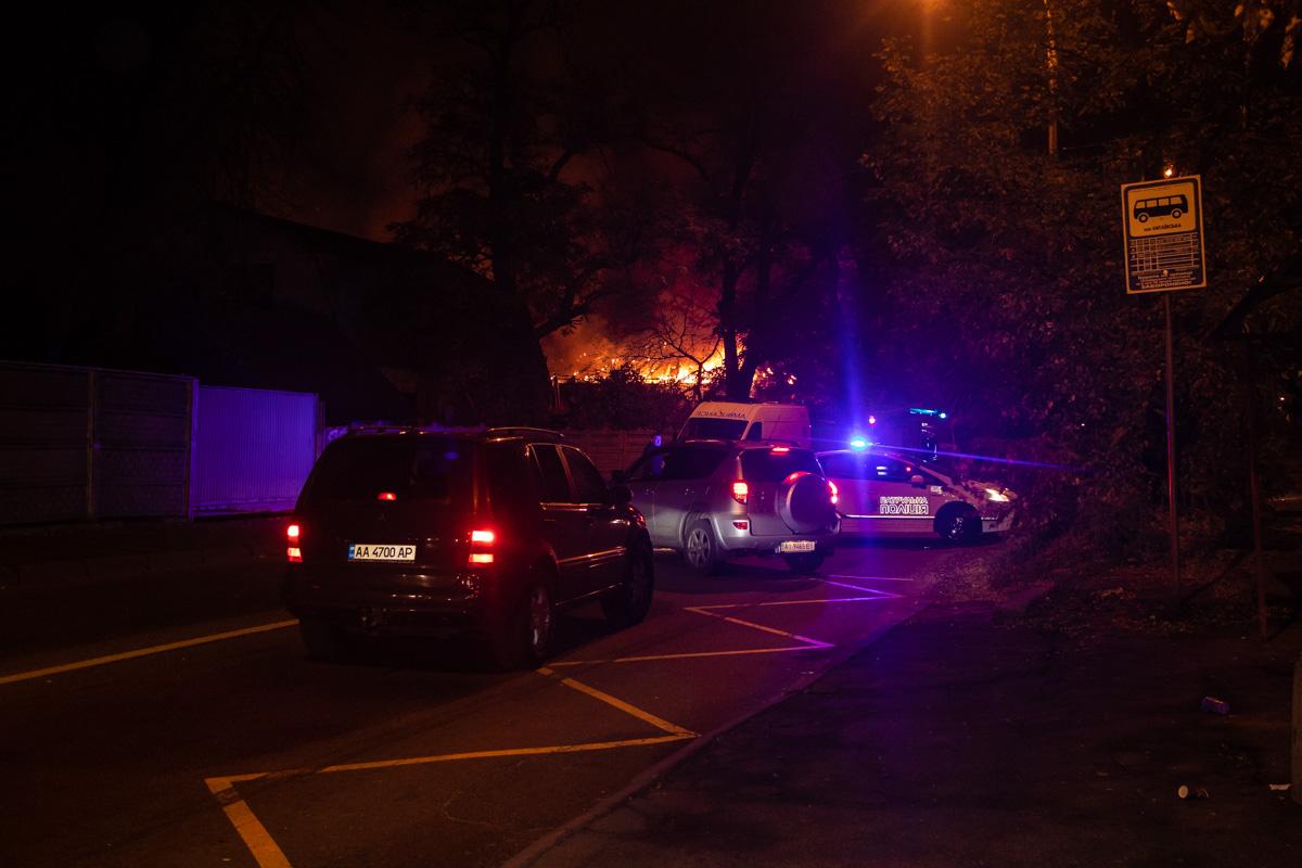 В Киеве по адресу проспект Науки, 157 произошел пожар, горела СТО и хостел