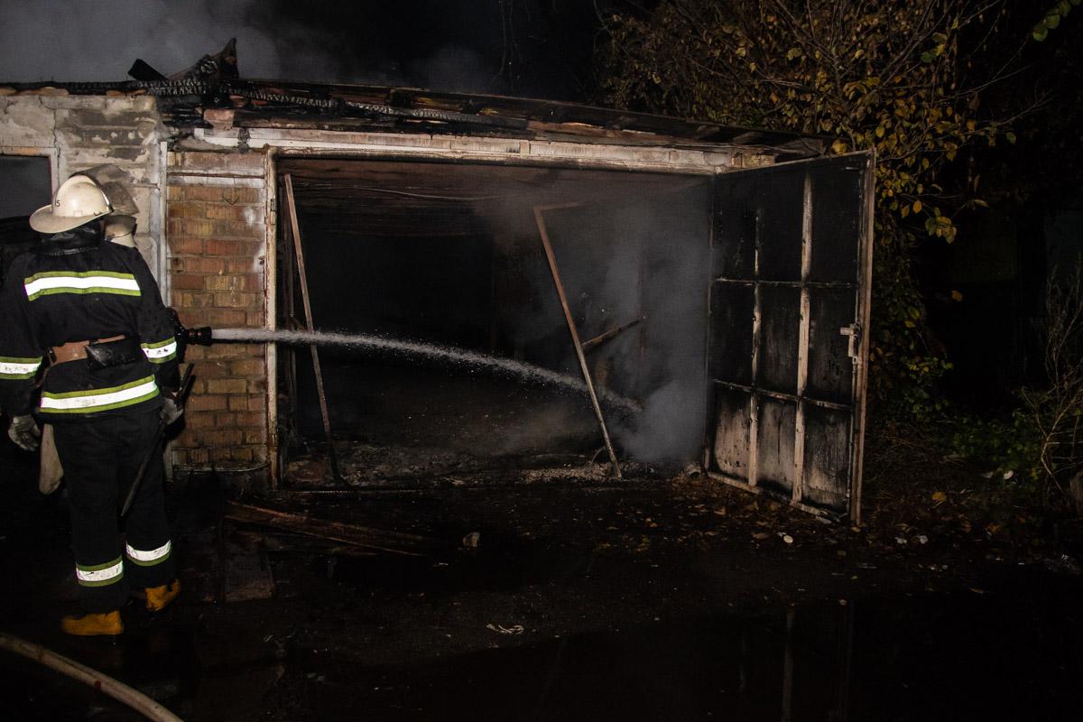 Причины возгорания и размер материальных убытков выяснит следствие