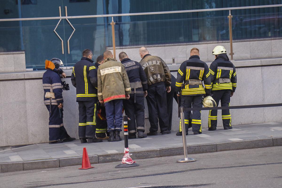 Эвакуировали около 60 сотрудников