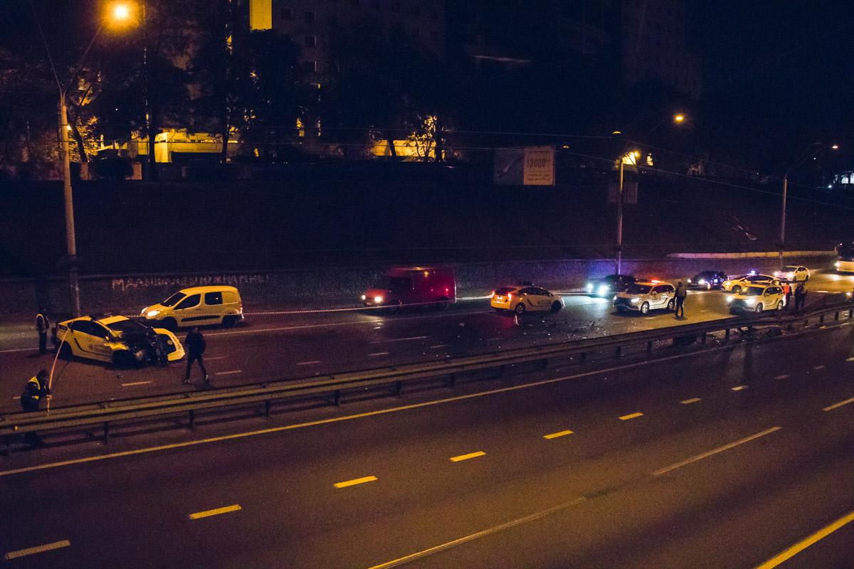 В ночь на 9 октября на проспекте Победы столкнулисьVolkswagen и полицейскаяToyota