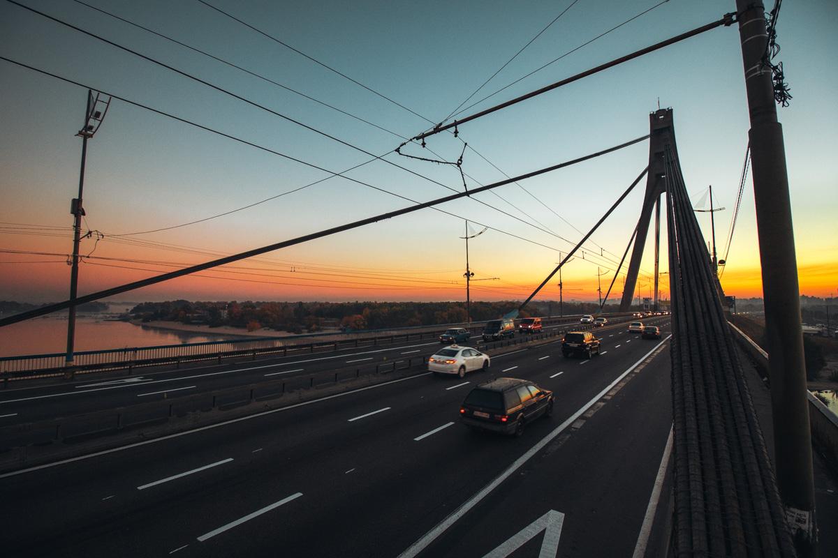 В Киеве перекрывают и ремонтируют мосты