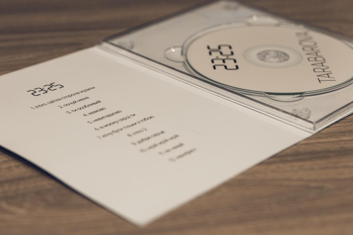 """В альбом вошло 12 песен, среди них - 2 intro и уже вышедший раньше сингл """"Маніфест"""""""