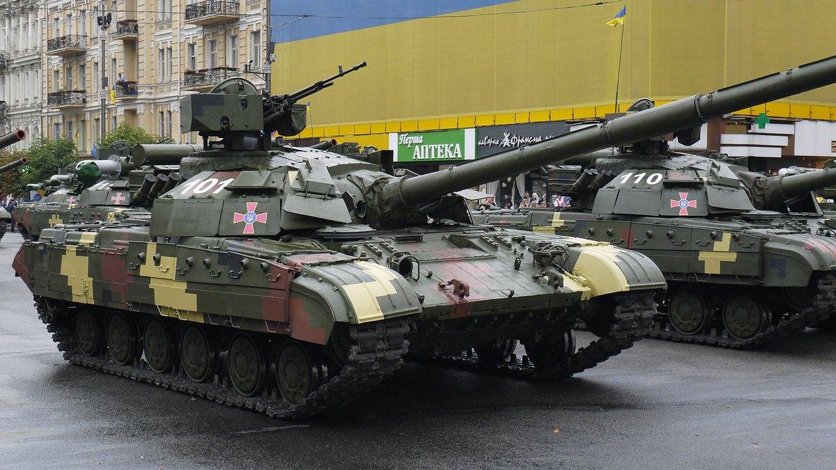 Выставка военной техники продлится до 15 октября
