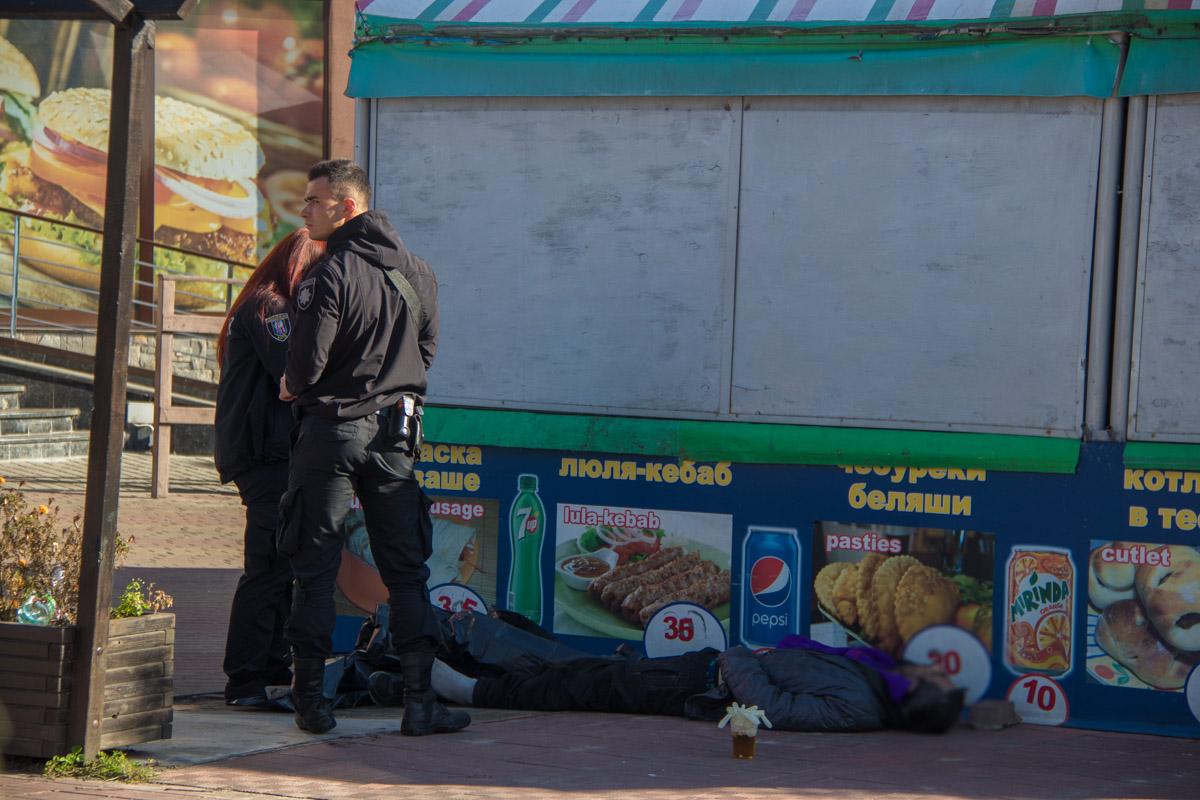 """Он лежал рядом с баром """"Сова"""""""