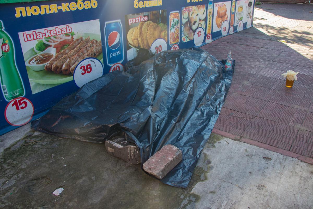 Очевидцы рассказали полиции, что умерший уснул и не проснулся