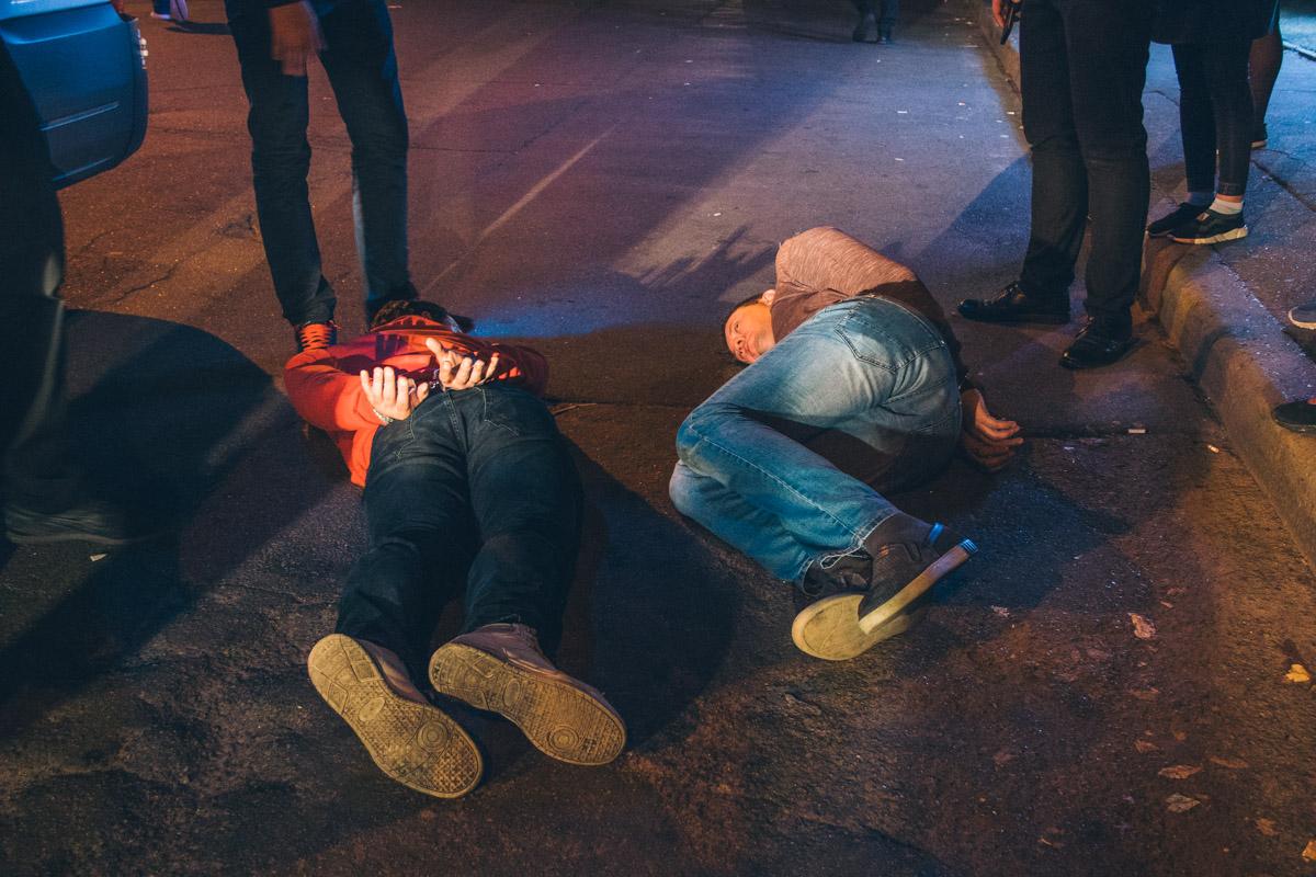 Через несколько минут патрульные задержали подозреваемых