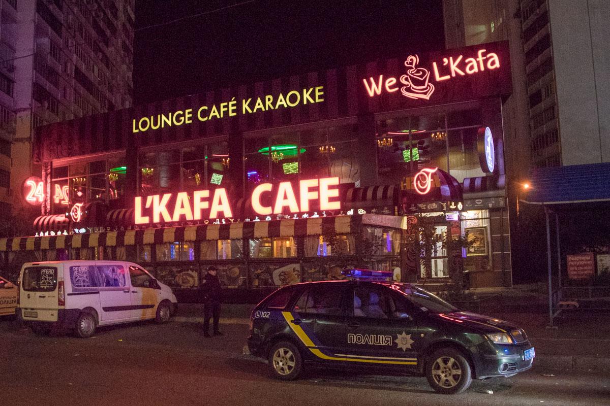 В ночь на 6 октября в Киеве по адресу улица Гришко, 8в, на крыльце L`Kafa Cafe, произошла стрельба