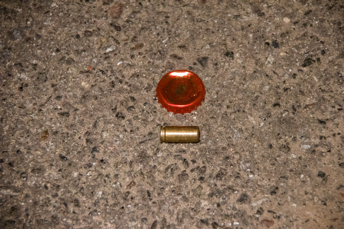 Предварительно, стреляли из пистолета для стрельбы резиновыми пулями
