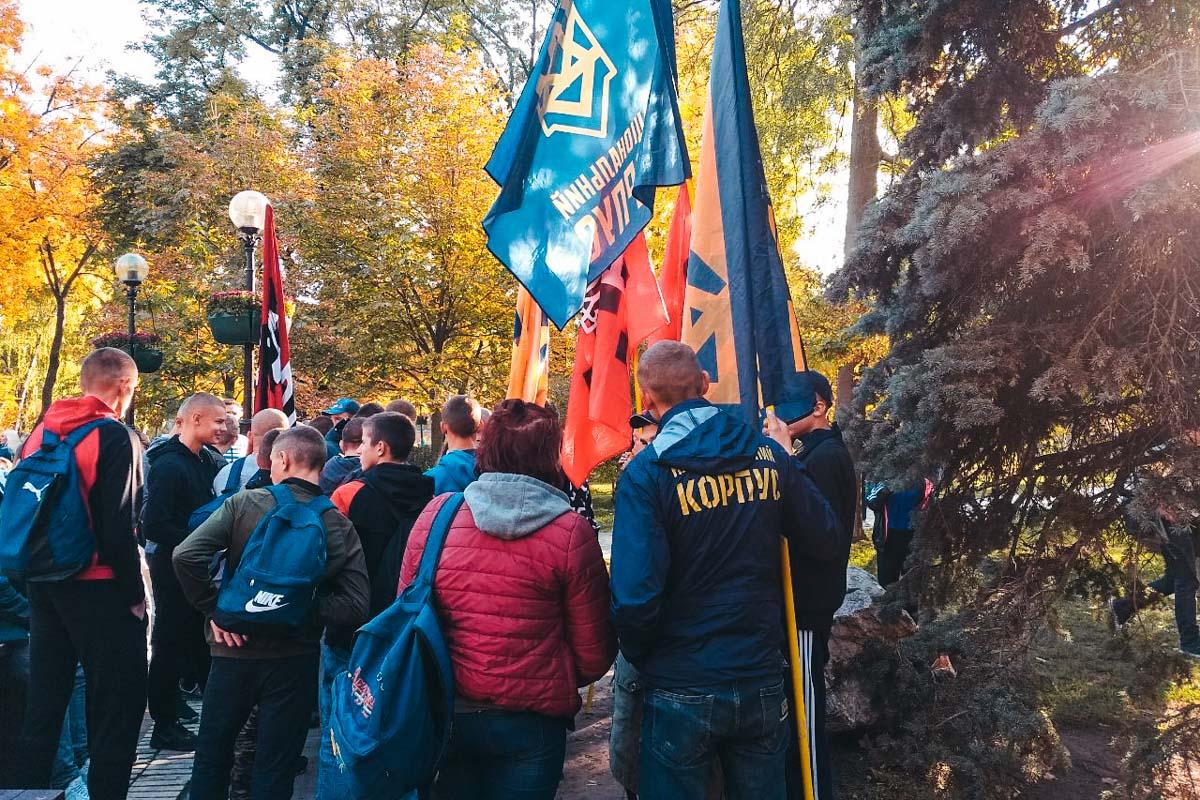 По подсчетам организаторов марша, по улицам должны пройти 40 тысяч человек
