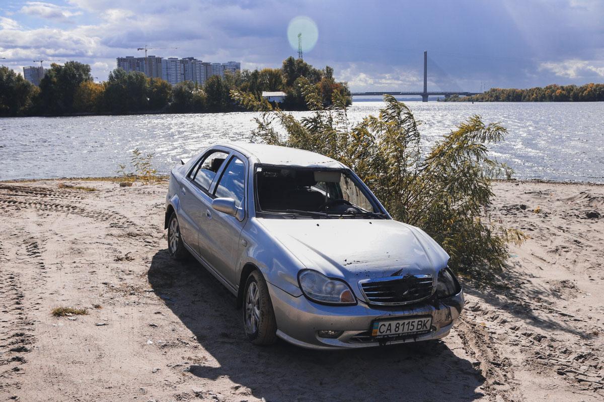 Он рыбачил недалеко от клуба, после чего сел в автомобиль, который покатился в реку