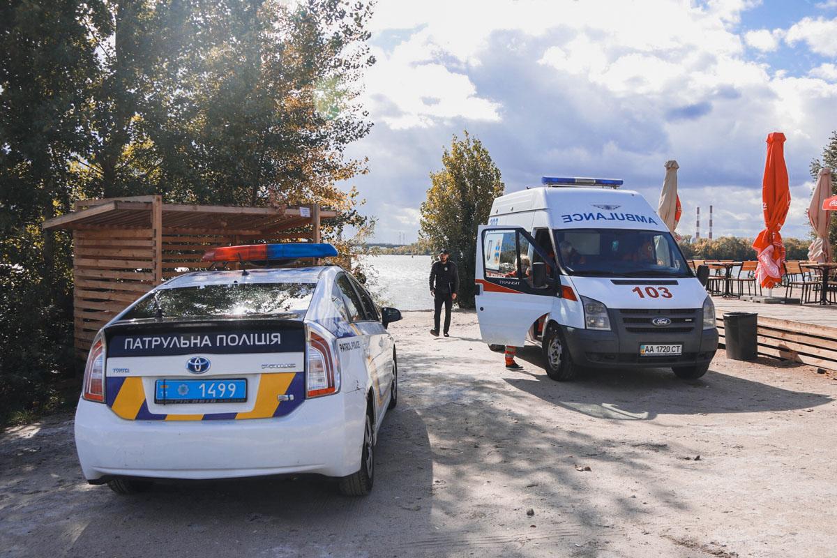 На месте работает полиция, следственно-оперативная группа и медики