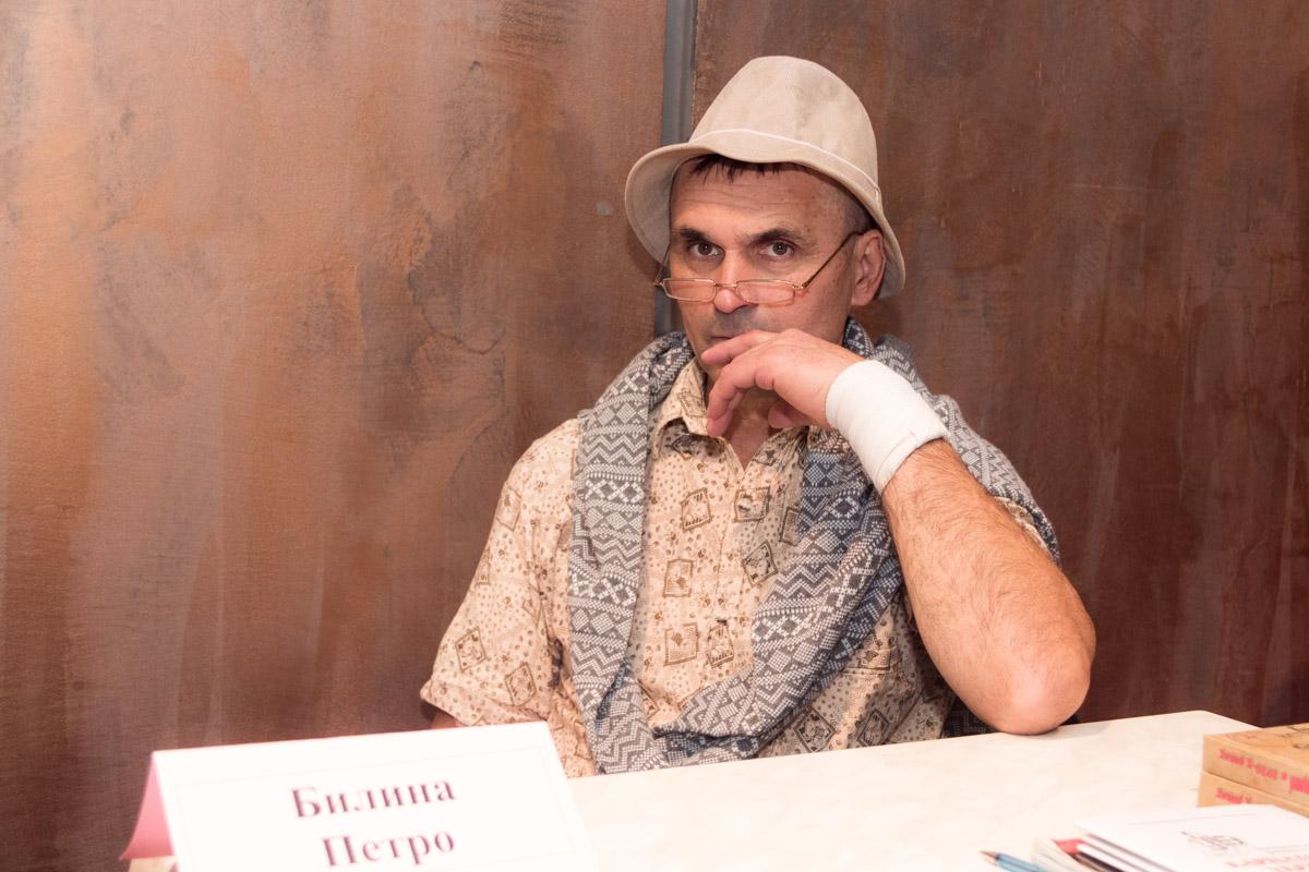 """Также на выставке есть своеобразная """"аллея авторов"""", которая в этом году примет около сотни писателей и поэтов"""