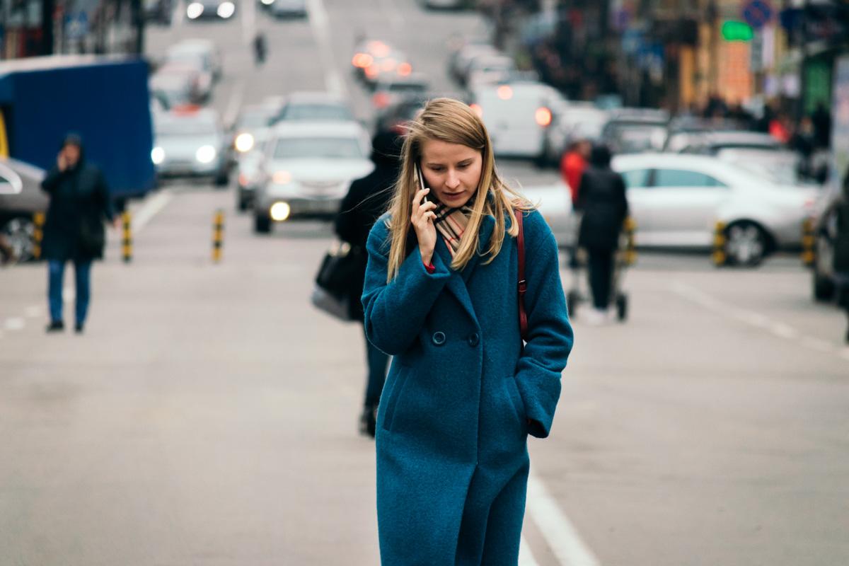 Осенью улицы превращаются в показ модных пальто