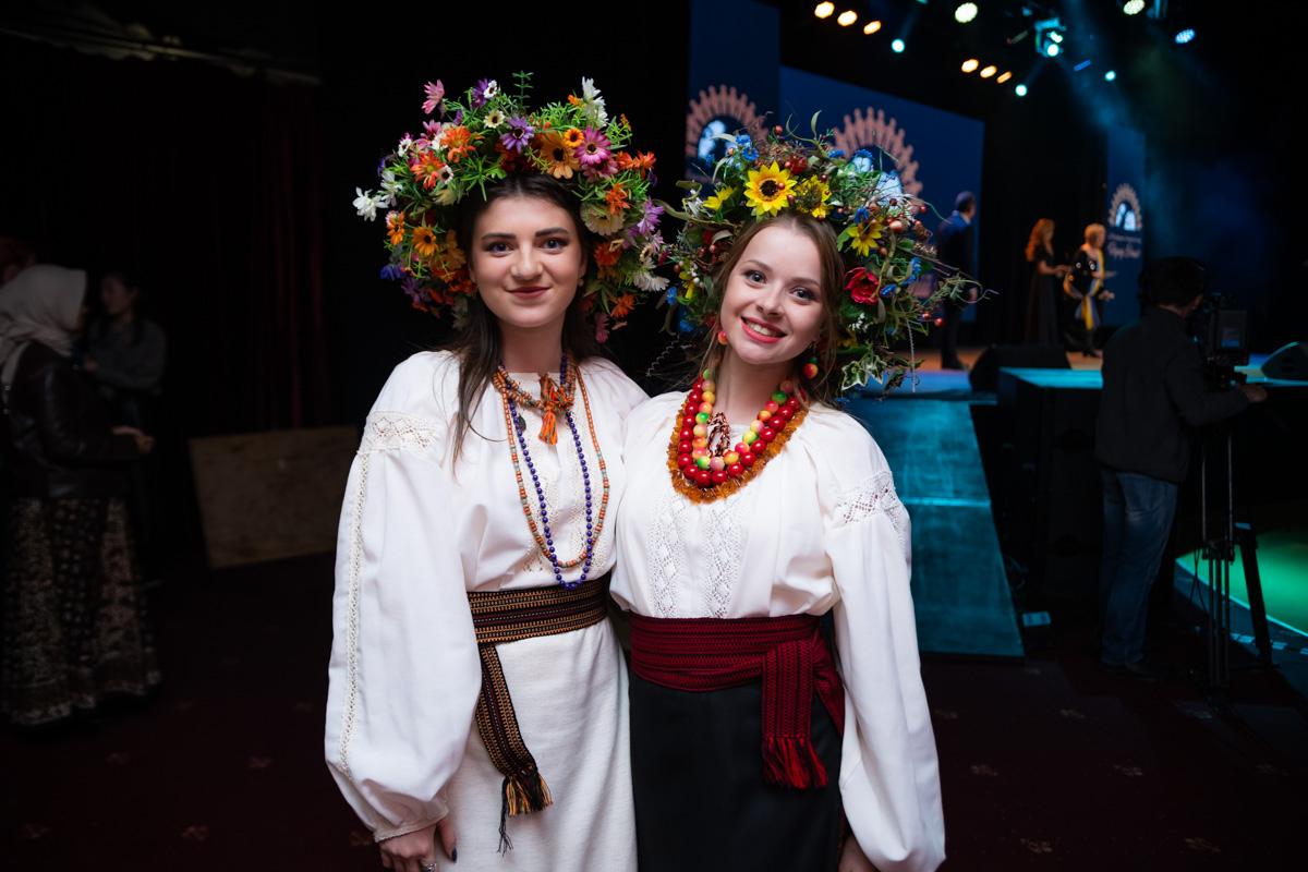 Участники представляли на сцене традиции разных стран