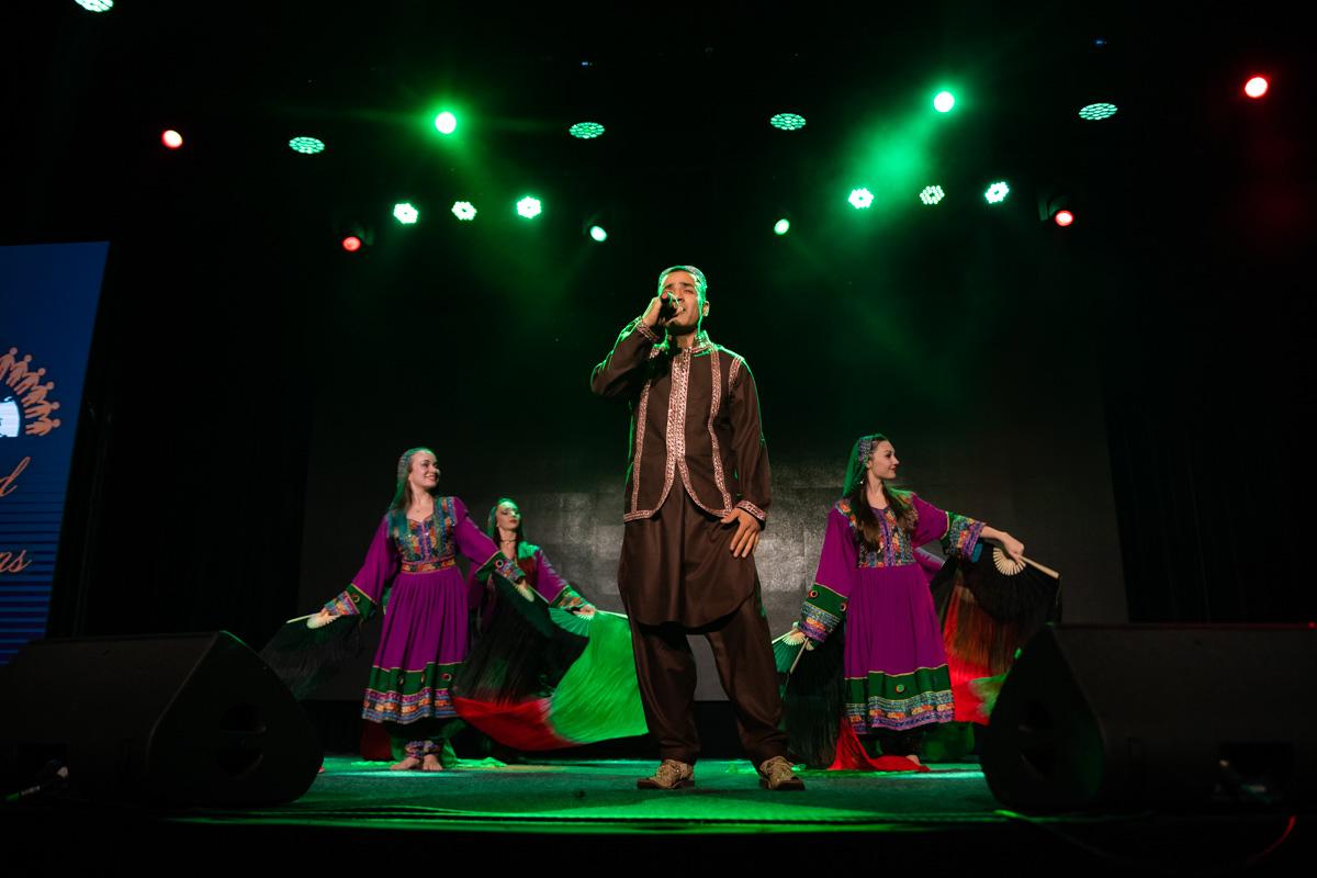 Музыканты выступали в народных костюмах своей родины