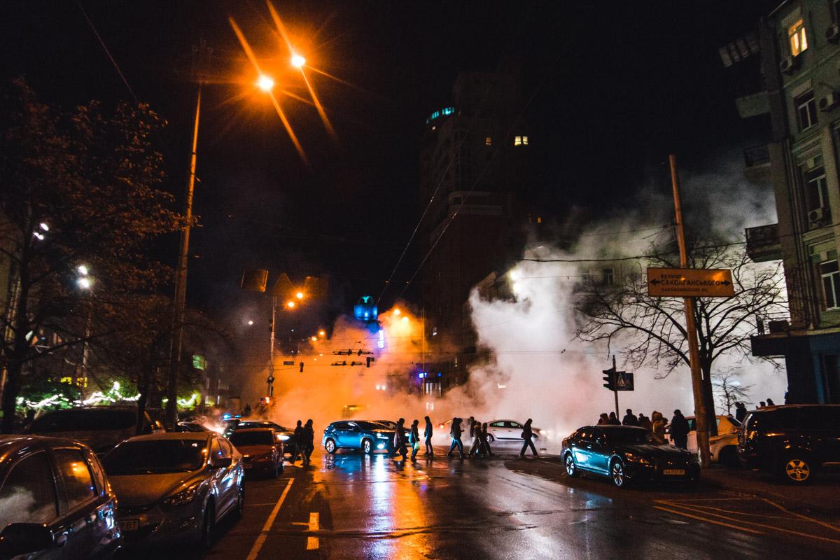 В центре Киевапрорвало трубы горячего водоснабжения
