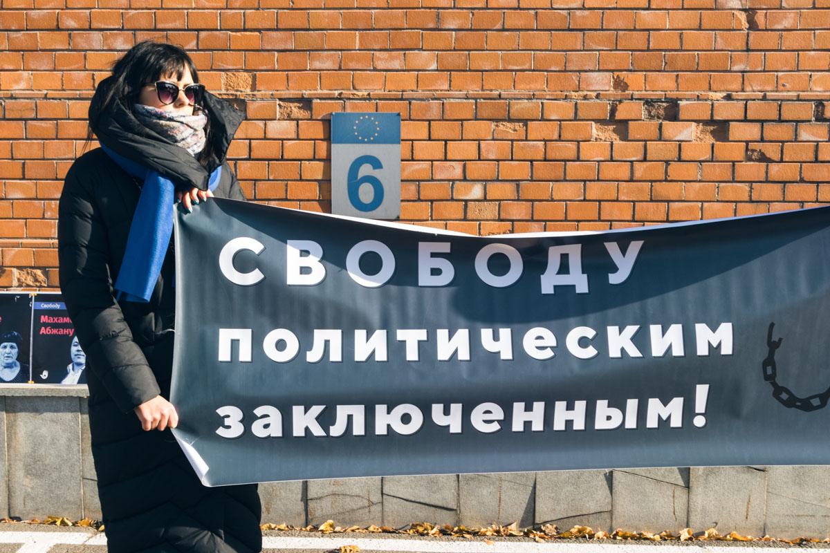 Беженцы из Казахстана вышли на митинг, чтобы поддержать политических заключенных