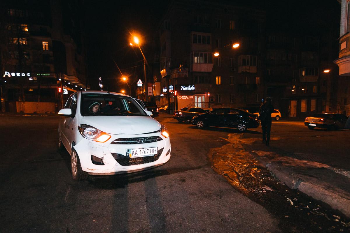 По словам девушки-водителя i10, она с подругой поднимались по улице Гоголевской в сторону Павловского парка