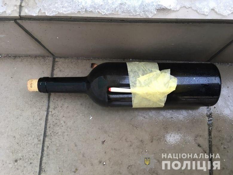 Неизвестные забросали Андреевскую церковь коктейлями Молотова