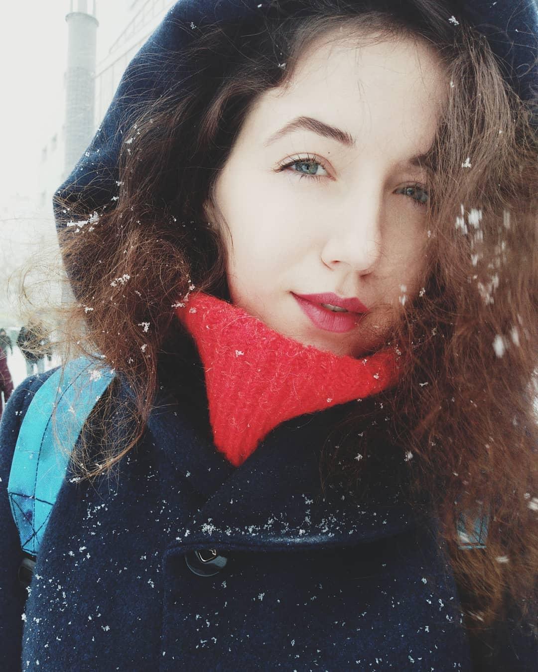 И пусть снег на волосах и ресницах, ведь это так красиво! Фото:@heleeeena_m