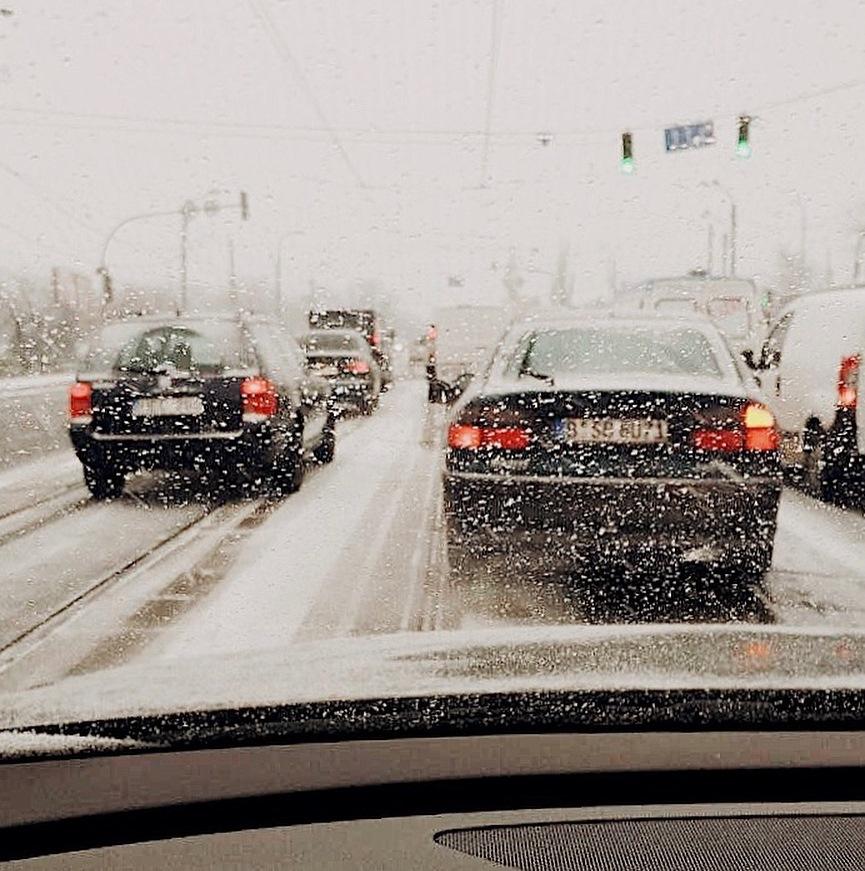 Утренние пробки сковали столичные дороги