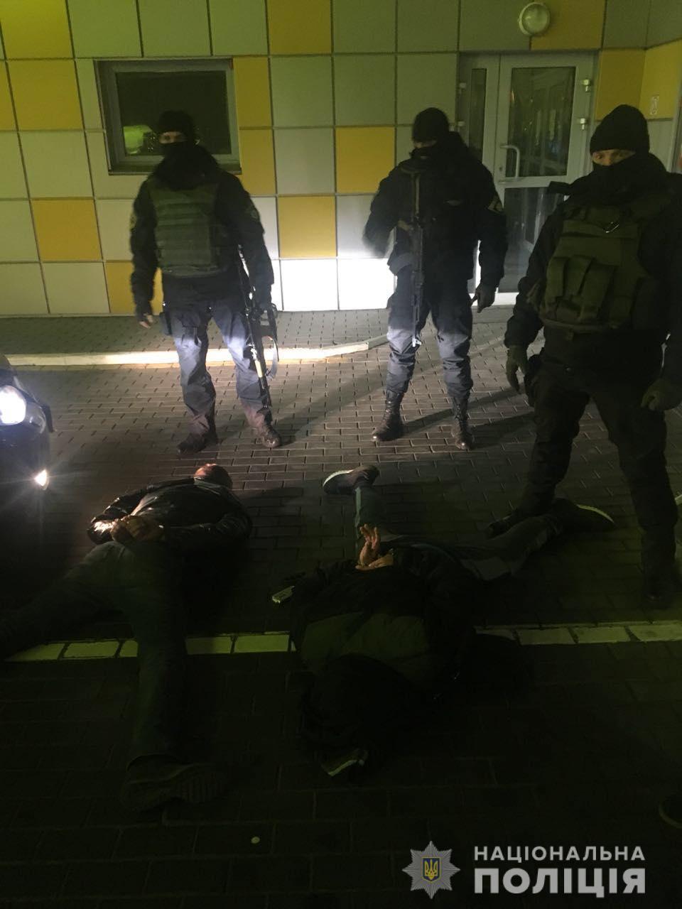 Полиция задержала группировку наркодиллеров из пяти человек