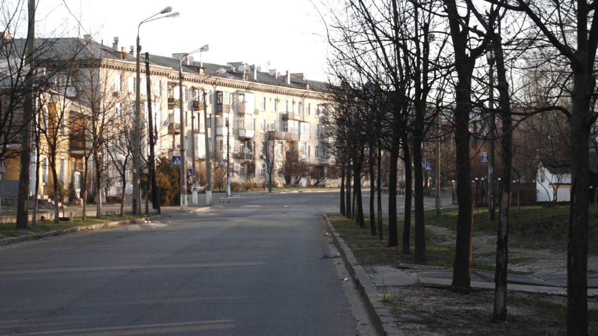 В Киеве, действительно, очень тяжело снимать безлюдные сцены, ведь даже в 4-5 утра, когда солнце взошло, на улицах уже очень много людей и машин